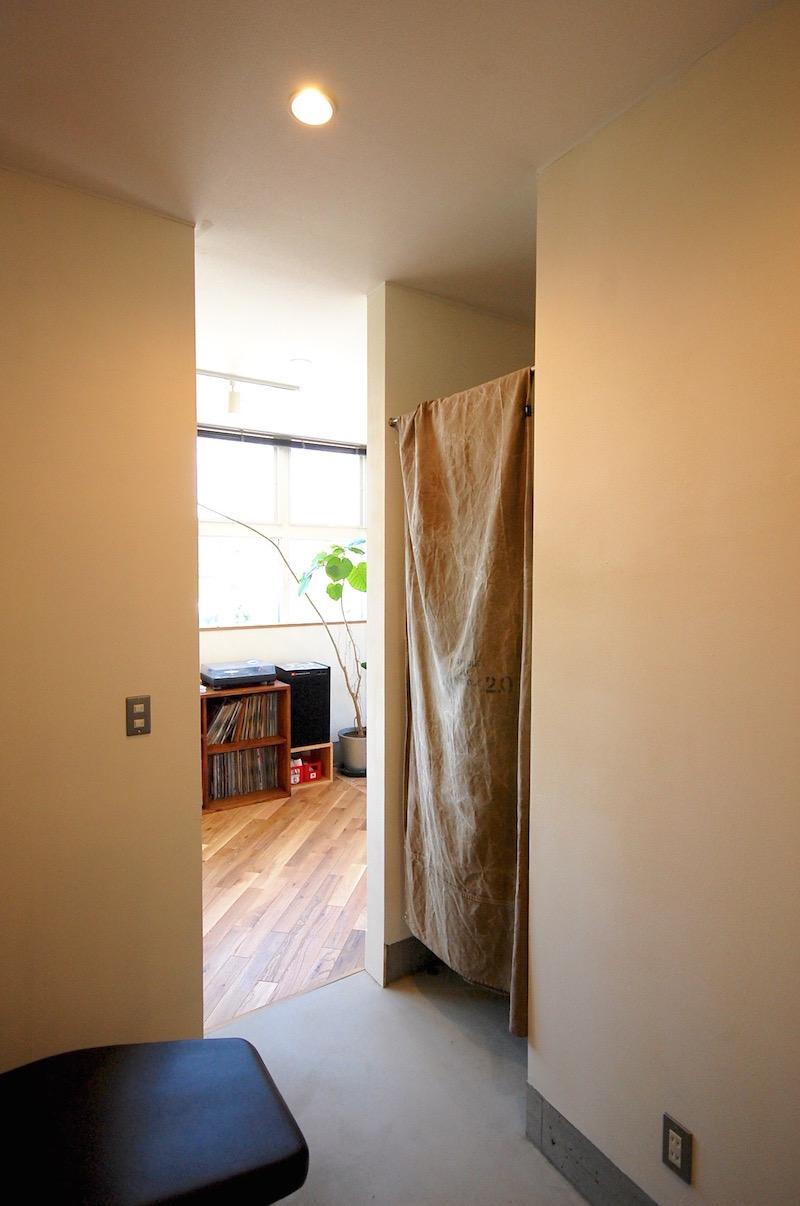 アメリカンヴィンテージスタイルの美しい美容室兼住宅